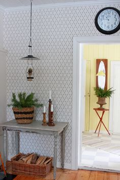 Decor, Wall Wallpaper, Country Decor, Wallpaper Living Room, Modern Cottage, Swedish Design, Decor Inspiration, Ladder Decor, Home Decor