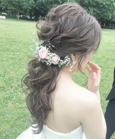 tomoko tanakahair makeさんはInstagramを利用しています:「*** . #ローポニーテール . お花はやや下目な位置に . ローポニーは飾りの位置が重要。 . 表現したい雰囲気ががらっと変わります❗️ . #結婚式#ヘアアレンジ#ヘアメイク #ヘアスタイル#結婚式ヘアスタイル #プレ花嫁#美容師#美容室#結婚式髪型…」