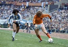 Argentina 3 Holland 1 aet in 1978 in Buenos Aires. Jorge Olguin chases Arie Haan in the World Cup Final. World Cup Final, Fifa World Cup, Finals, Football, Running, History, Classic, Sports, Glaze