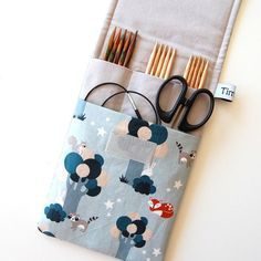 Diy Knitting Needle Case, Diy Knitting Needles, Crochet Case, Fabric Bags, Fabric Scraps, Love Sewing, Sewing Notions, Handmade Bags, Sewing Clothes
