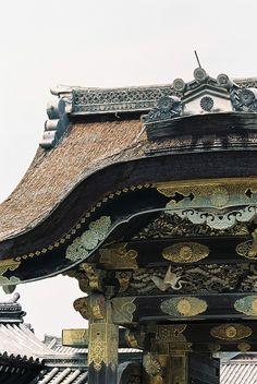 Gate of Nijo Castle, Kyoto, Japan 二条城 Japanese Castle, Japanese Temple, Japanese Culture, Japanese Art, Japanese Gardens, Japan Architecture, Pavilion Architecture, Sustainable Architecture, Japanese Architecture