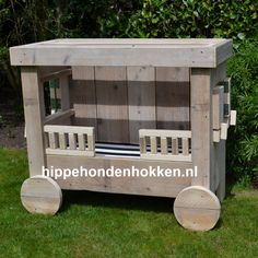Voor schattige honden die graag op stand willen relaxen #hondenhok #steigerhout Wooden Toys, Chihuahua, Pets, Outdoor Decor, Home Decor, Wooden Toy Plans, Wood Toys, Decoration Home, Room Decor