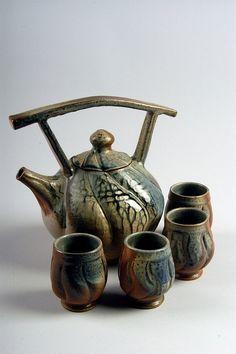 Tea set by Ben Owen III, American Museum of Ceramic Art - Handmade art pottery teapot and tea cups. Pottery Teapots, Ceramic Teapots, Glass Ceramic, Ceramic Clay, Porcelain Ceramics, Ceramic Pottery, Pottery Art, Ceramic Studio, Porcelain Dinnerware