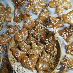 Sugar Cookies, Gingerbread Cookies, Desserts, Christmas, Instagram, Food, Pillows, Ideas, Gingerbread Cupcakes