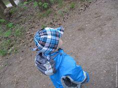 Наступило лето, и, достав летнюю одежду прошлого года,оказалось, что нам мало все, и даже кепки :) Пришлось в срочном порядке обновить гардеробчик сына. Итак, шьем бандана! Банда́на (хинди बन्धन bandhana — повязывать) — головной убор в виде косынки или платка большого размера. Нам понадобится: - ткань хлопок размером 75*25 см; - нитки в цвет или контрастные; - ножницы; - флизелин 8*6 см для…