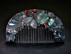 Ornamental comb from Japan. Taisho era, Made of wood, lacquered black, and generously decorated with mother of pearl and red glass, presenting a lavish floral arrangement Head Accessories, Vintage Accessories, Bridal Accessories, Asian Hair Ornaments, Antique Jewelry, Vintage Jewelry, Hanfu, Head Jewelry, Jewellery