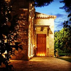 Tour around the atmospheric rooms with the collectible vintage objects, the specially conditioned wine cellar and the green garden of Kellari Papachristou winery and get carried away! Green Garden, Wineries, Wine Cellar, Ancient Greek, Tour Guide, Luxury Travel, Greece, Objects, Rooms