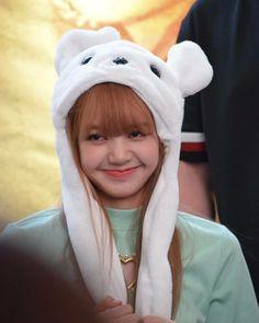 Kpop Girl Groups, Korean Girl Groups, Kpop Girls, Jennie Blackpink, Blackpink Lisa, Yg Entertainment, K Pop, Lisa Blackpink Wallpaper, Rapper