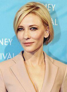 """Cate Blanchett 2011   Catherine Elise """"Cate"""" Blanchett (nascido em 14 de maio de 1969) é uma atriz australiana de tela e palco, que é mais conhecido por seu papel como Galadriel em Peter Jackson 's O Senhor dos Anéis e O Hobbit trilogias, e seus papéis em Elizabeth (1998), O Aviador (2004), Veronica Guerin (2003), Babel (2006), Notas sobre um Escândalo (2006), Não Estou Lá (2007), Indiana Jones eo Reino da Caveira de Cristal (2008 ), e O Curioso Caso de Benjamin Button (2008)."""