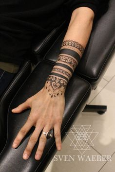 Female tattoo arm tatto pinterest beautiful for Electric hand tattoo