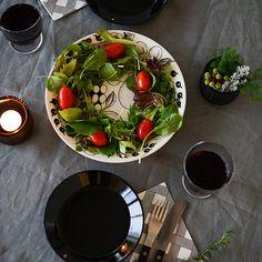 12月8日から5日間にわたってクリスマスとお正月のインテリアを提案する特集記事をお届けしています。[mokuji] いよいよクリスマス当日。親しい仲間や家族とディナーを共にするテーブルのしつ