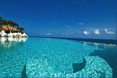 St Martin Holidays Rentals - Luxury Villa Vacation Rentals with private pool - Terres Basses - FWI     An exceptionally scenic and secluded setting of 4 ½ acres, this magnificent estate enjoys breathtaking views of the sparkling Caribbean Sea.    http://saint-martin-locations.blogspot.fr/