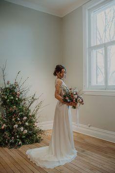 Crédit photo : Mylène Michaud Photrographe Wedding Dresses, Fashion, Two Piece Dress, Unique Dresses, Dress Ideas, Bride Dresses, Moda, Bridal Gowns, Fashion Styles