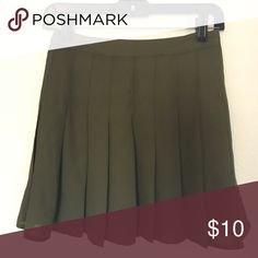 NWT green pleated skirt NWT! just didnt fit me, bundle & save 20%💋 Forever 21 Skirts Circle & Skater