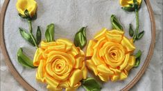 Y Handmade Yellow Ribbon Embroidery Rosa / Instructions for embroidery rose roses Ribbon Embroidery Tutorial, Rose Embroidery, Silk Ribbon Embroidery, Hand Embroidery Designs, Embroidery Stitches, Ribbon Art, Diy Ribbon, Brazilian Embroidery, Satin Stitch
