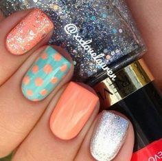 Polka dots nail design