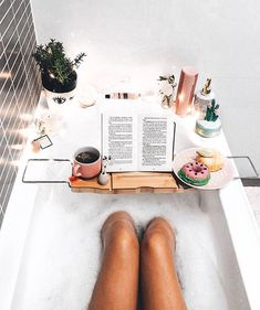 Cold Canada mornings call for warm cozy baths like this babes tub! 🌸