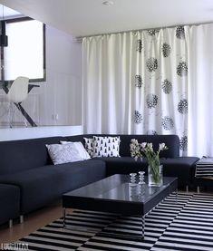 Luumutar: Verhot vaihtuu silmissä Curtains, Home Decor, Houses, Blinds, Decoration Home, Room Decor, Draping, Home Interior Design, Picture Window Treatments
