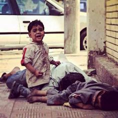 Boy survives, Father & Brother bombed in #Gaza how is he goin to be normal after this #FreePalestine #GazaUnderAttack pic.twitter.com/w6NT4lQxh2