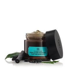 Try Himalayan Charcoal Purifying Glow mask from The Body Shop. Shop online for a charcoal face mask which deeply cleanses and detoxifies the skin. The Body Shop, Body Shop At Home, Mask For Oily Skin, Cream For Oily Skin, Skin Mask, Charcoal For Skin, Diy Charcoal Mask, Melaleuca, Huile Tea Tree