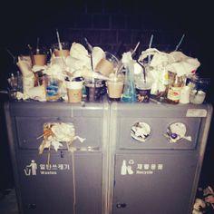 ".@feelzin | 삼청동서 내려오는길~ ""고마줘라~ 마니 무따 아니가~"" #쓰레기통 #쓰레... | Webstagram"