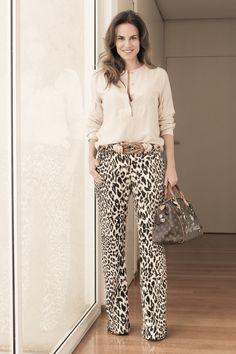look trabalho informal: calça estampada
