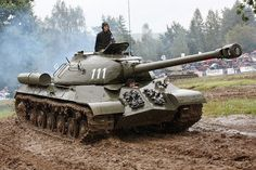 The was the last Soviet heavy tank designed during the war. Too late for World War Two, it introduced a new standard turret shape for Soviet designs. World Tanks, Tank Armor, Military Armor, Navy Military, Soviet Army, Armored Fighting Vehicle, Ww2 Tanks, Battle Tank, Tank Design