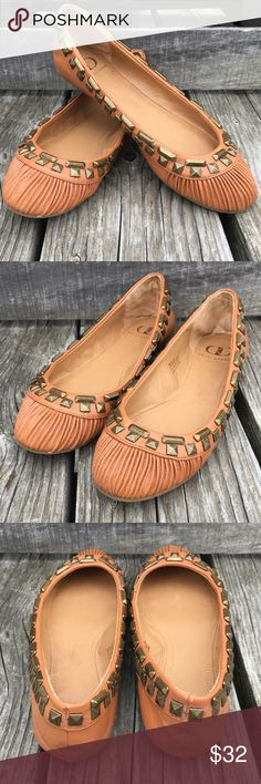 🆕List! Kelsi Dagger PinTucked Leather Flats! EUC Gorgeous pin tucked tan leather flats by Kelsi Dagger! Genuine leather. Antique bronze studs. Size 6. Excellent condition - comes with original box. Kelsi Dagger Shoes Flats & Loafers