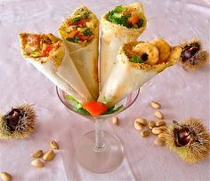 cones of assorted sandwich bread Antipasto, Yummy Appetizers, Appetizer Recipes, Tapas, Maila, Food Tasting, Baked Fish, Creative Food, Food Design