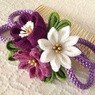 〈つまみ細工〉梅と小菊と江戸打ち紐のコーム(紫)の画像