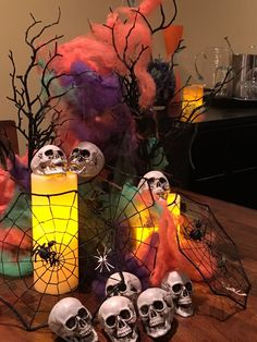The Halloween skull and diamond vase fillers float in clear water gels to create a spooky yet chic centerpiece. Halloween Vase, Halloween Centerpieces, Diy Centerpieces, Halloween Skull, Vase Decorations, Vases Decor, Fall Home Decor, Autumn Home, Vase Fillers