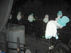 behind the scenes of the original Hitchhiking ghosts effect at Haunted Mansion...this just blew my mind!
