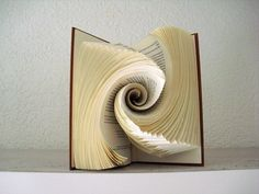 Old Book Crafts, Book Page Crafts, Paper Crafts, Folded Book Art, Paper Book, Altered Book Art, Book Sculpture, Paper Folding, Book Making