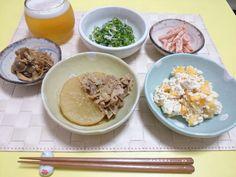 *味噌きのこ *大根と牛肉の韓国風すき煮 *ピーマンとしらすのごま和え *柿の白和え *にんじんのマヨごま和え