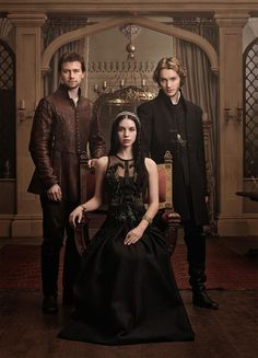Reign -- Image Number: -- Pictured (L-R): Torrance Coombs as Bash, Adelaide Kane as Mary, Queen of Scots, and Toby Regbo as Prince Francis -- Photo: Mathieu Young/The CW -- © 2013 The CW Network, LLC. All rights reserved. The Cw, Reign Cast, Reign Tv Show, Mary Stuart, Adelaide Kane, Top Des Series, Tv Series, Serie Reign, Toby Regbo