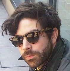 Yannis Phillipakis from Foals wearing Black Eyewear Coltrane AHS. Round Sunglasses, Mens Sunglasses, Tumblr, Lady And Gentlemen, Haircuts For Men, Bearded Men, Wearing Black, My Eyes, Eyewear