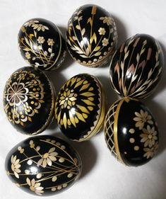 Eastern Eggs, Egg Shell Art, Craft Projects, Projects To Try, Ukrainian Easter Eggs, Egg Designs, Egg Art, Deco Table, Egg Shells