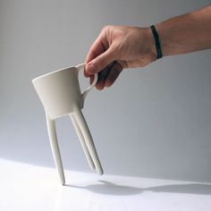 Giraffe Cup by Raúl Lázaro - Raúl Lázaro's Giraffe Cup is proof that a small change in an otherwise classic design can go a loooong way to spark the imagination. Read more at http://www.yankodesign.com/2013/12/09/vertical-challenge-accepted/#JSy2uQO6oSh8PE2D.99