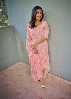 Salwar Neck Designs, Dress Neck Designs, Fancy Blouse Designs, Kurta Designs Women, Designs For Dresses, New Designer Dresses, Indian Designer Outfits, Collar Kurti Design, Chudidhar Designs