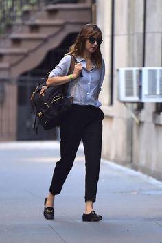 cool Dakota Johnson New York City Style Look Estilo Dakota Johnson, Dakota Johnson Street Style, Work Fashion, Star Fashion, Fashion Outfits, Fashion Design, Fashion Trends, City Style, Her Style