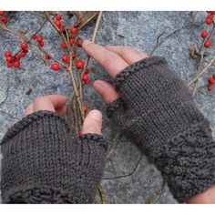 Swans Island Blackberry MItts PDF in Mittens/Gloves at Webs