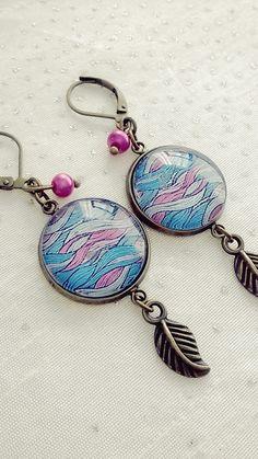 Boucles d'oreilles cabochon abstrait bleu et rose : Boucles d'oreille par soo-happy