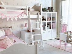 Dormitorio infantil con litera en ángulo y librería