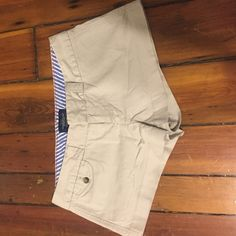 American Eagle super short khakis size 6 Super short khakis. Like new. One front pocket on right hip. American Eagle Outfitters Shorts