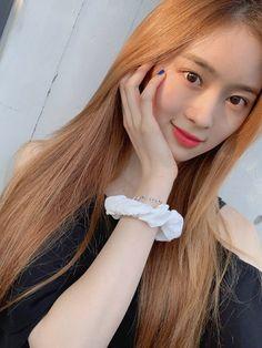 Kpop Girl Groups, Korean Girl Groups, Kpop Girls, Fandom, Fnc Entertainment, Korean Star, Kokoro, Pop Group, South Korean Girls