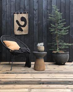 """My black home! on Instagram: """"So früh wie nie, sind heute die ersten Möbel wieder zurück in den Garten gezogen und die Weihnachtsbeleuchtung durfte dafür ins…"""""""