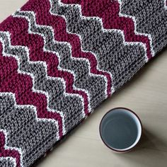 The gorgeous graphical effect of this cowl is achieved by a combination of short rows with a feather and fan pattern.