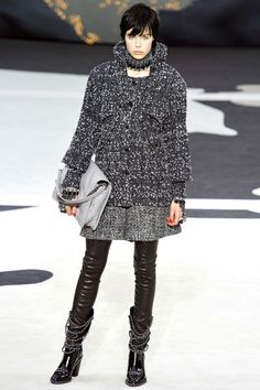 Chanel Fall 2013 Ready-to-Wear Collection - Vogue Runway Fashion, Fashion Show, Womens Fashion, Fashion Design, Paris Fashion, Chanel Fashion, Coco Chanel, Chanel Runway, Designer Collection