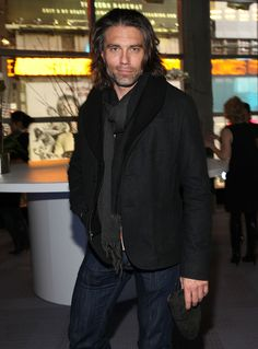 Anson Mount attends the Photography by Norman Reedus exhibit opening at the Wired 2011 Store on November 2011 in New York City. Vind hoogwaardige nieuwsfoto's in een hoge resolutie op Getty Images Nbc Series, Anson Mount, Black Bolt, Hell On Wheels, Shows On Netflix, Dear Lord, Norman Reedus, Sexy Men, Hot Men