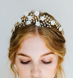 The WOW-factor you're craving: The Vivienne beautifully combines vines of hand-set Swarovski crystals, with delicate hand-carved mother of pearl flowers. The result is a truly unforgettable moment worthy of planning an entire look around. The Vivienne is Asian Wedding Makeup, Summer Wedding Makeup, Natural Wedding Makeup, Bridal Stores, Bridal Headpieces, Vivienne, Bridal Accessories, Rustic Wedding, Marie